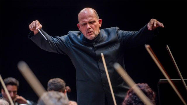 Jaap van Zweden conducts the Symphony No. 5 by Tchaikovsky